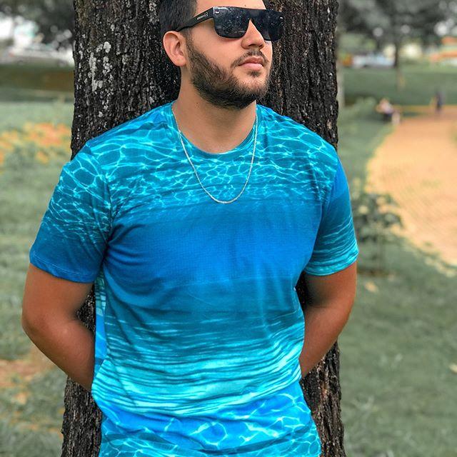 Camiseta com estampa reflexo da água