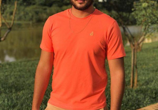 Camiseta na cor pantone